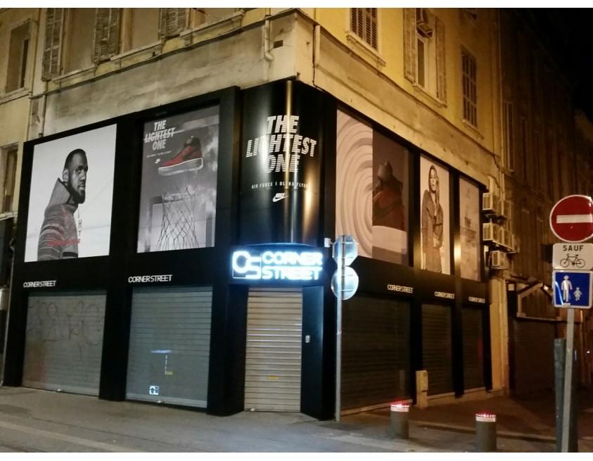fabrication enseigne publicitaire lumineuse pour corner street enseigne signal tique et. Black Bedroom Furniture Sets. Home Design Ideas
